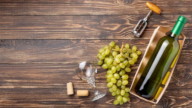 Vue de dessus des raisins biologiques pour le vin