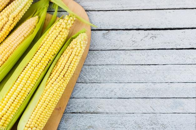 Vue de dessus de la récolte de maïs avec espace de copie