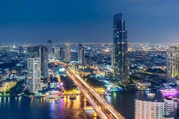 Vue de dessus de la rivière chaopraya, bangkok, thaïlande