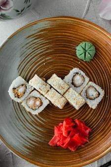 Vue de dessus de riz blanc sushi