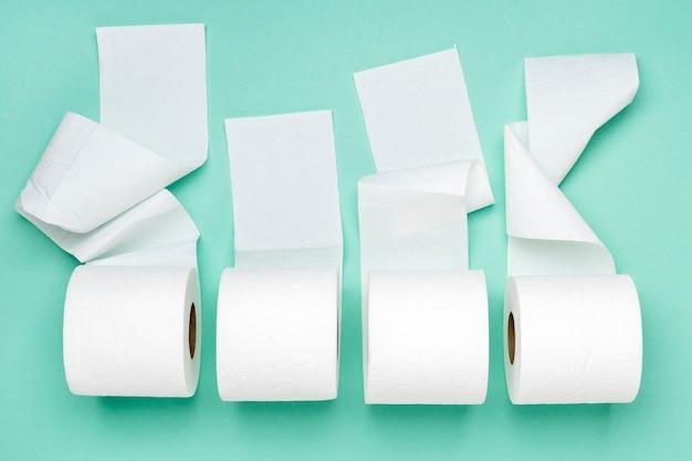 Vue de dessus des rouleaux de papier toilette
