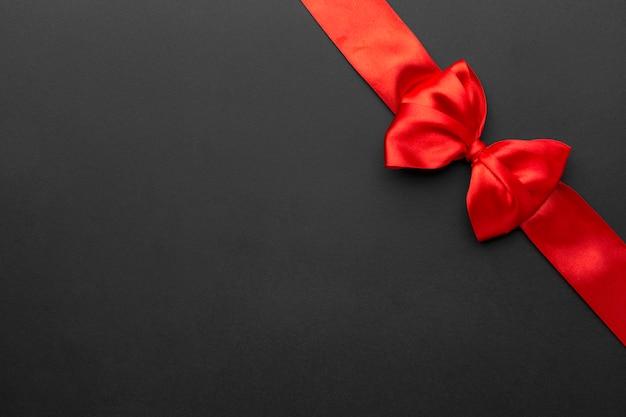 Vue de dessus ruban rouge vendredi noir avec espace copie