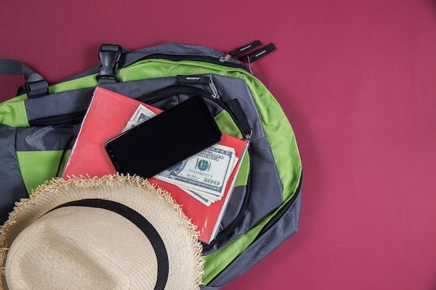 Vue de dessus sac touriste voyage ensemble