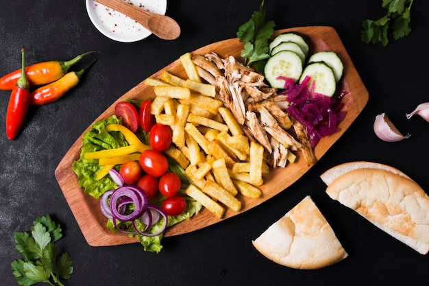 Vue de dessus de sandwich kebab arabe