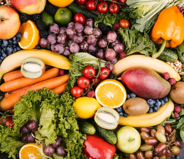 Vue de dessus savoureux fond fait avec des fruits