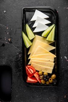 Vue de dessus de la sélection de fromages