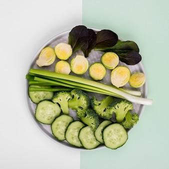 Vue de dessus sélection de légumes biologiques