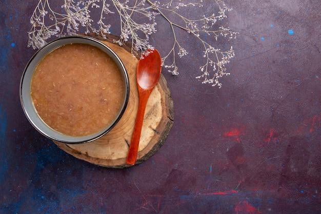 Vue de dessus soupe brune sur sombre bureau soupe repas de légumes alimentaire haricot de cuisine