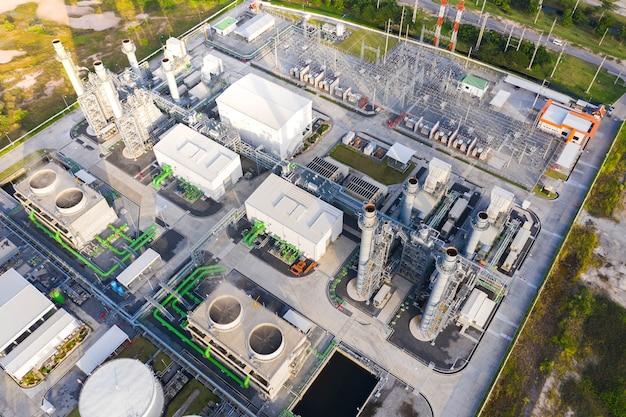 Vue de dessus de la sous-station électrique, de l'électricité et de la production