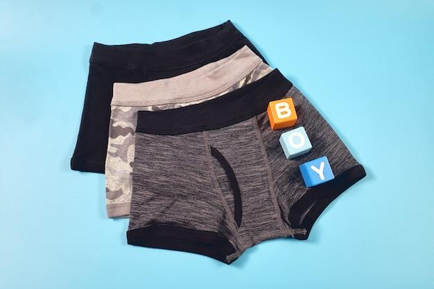 Vue de dessus des sous-vêtements ou des sous-vêtements pour garçons