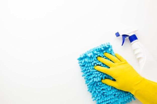Vue de dessus de la surface d'essuyage à la main
