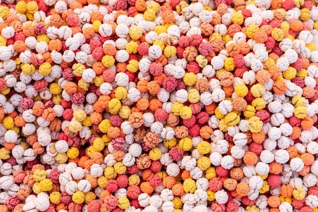 Vue de dessus surface de motif de bonbons colorés