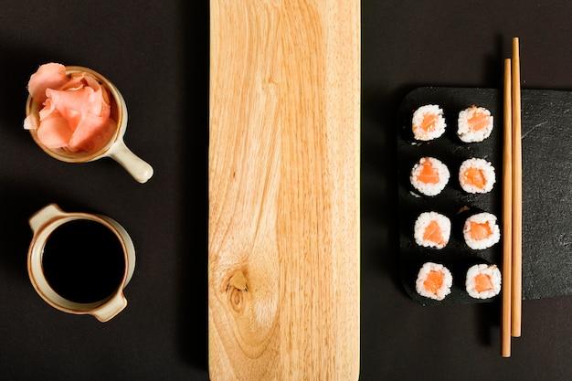 Vue de dessus sushi avec espace copie