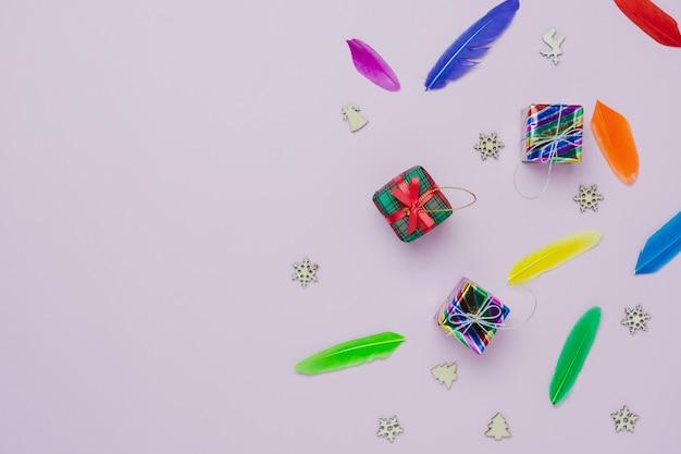 Vue de dessus de table de décorations de joyeux noël & bonne année ornements concept.