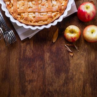 Vue de dessus de la tarte aux pommes pour thanksgiving avec espace copie