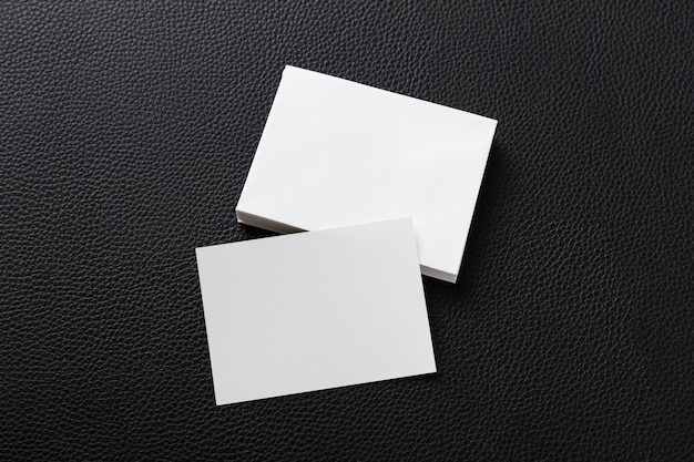 Vue de dessus tas de cartes de visite blanches