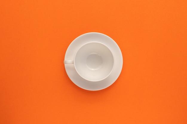 Vue de dessus de la tasse blanche vide