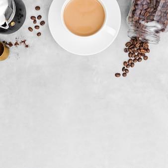 Vue de dessus tasse de café avec espace copie