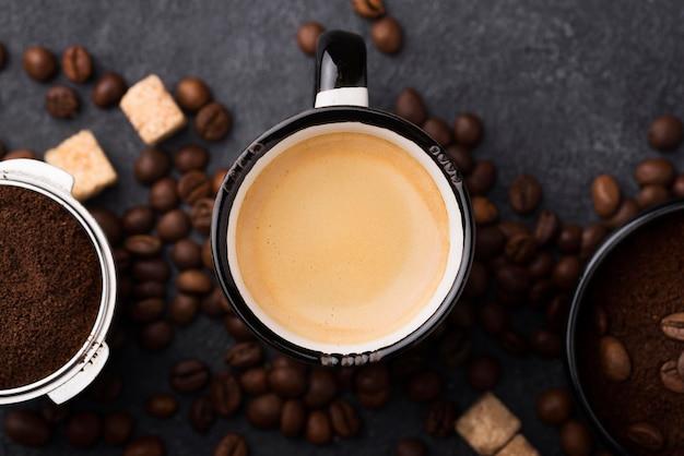 Vue de dessus tasse avec café
