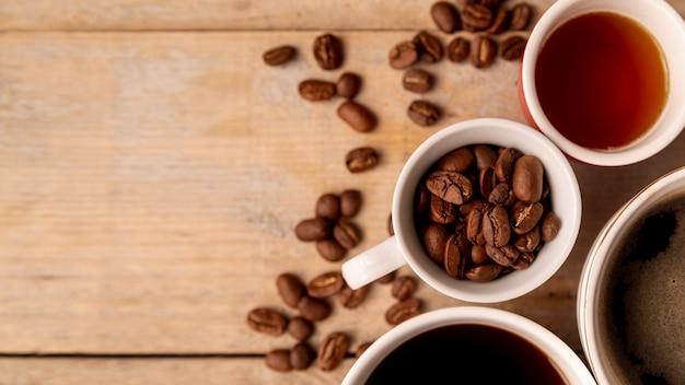 Vue de dessus des tasses de café avec espace de copie