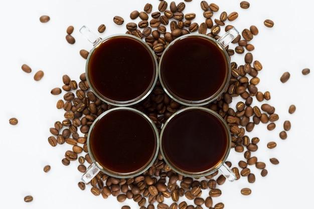 Vue de dessus tasses et grains de café