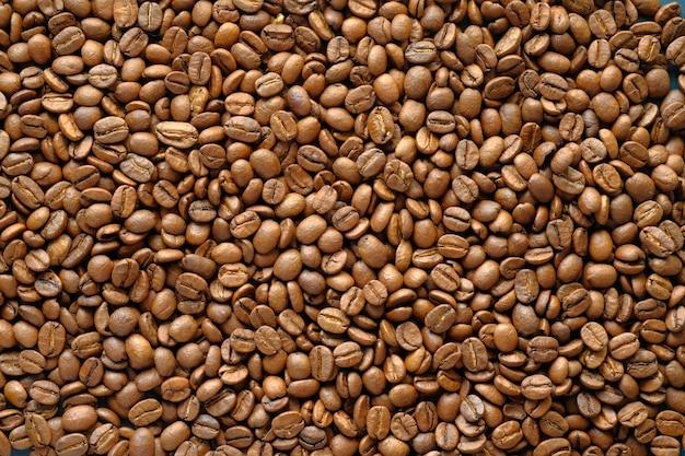 Vue de dessus de la texture des grains de café frais