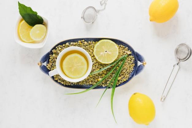 Vue de dessus de thé au citron
