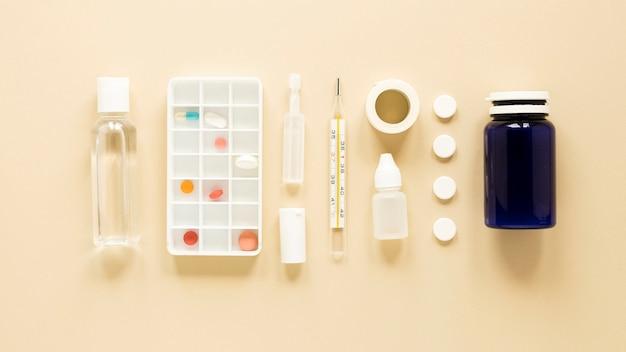 Vue de dessus des traitements médicaux sur la table