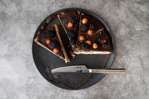Vue de dessus des tranches de gâteau sur assiette