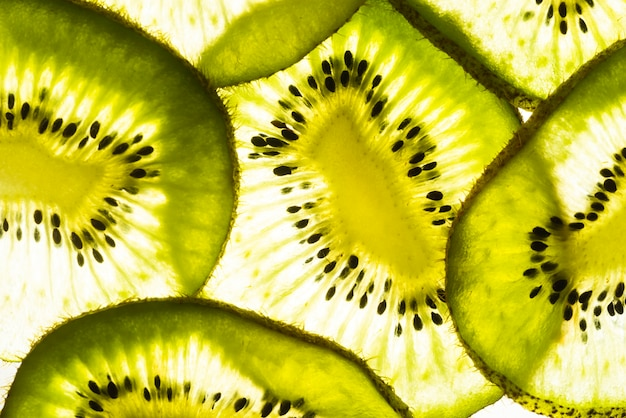 Vue de dessus des tranches de kiwi