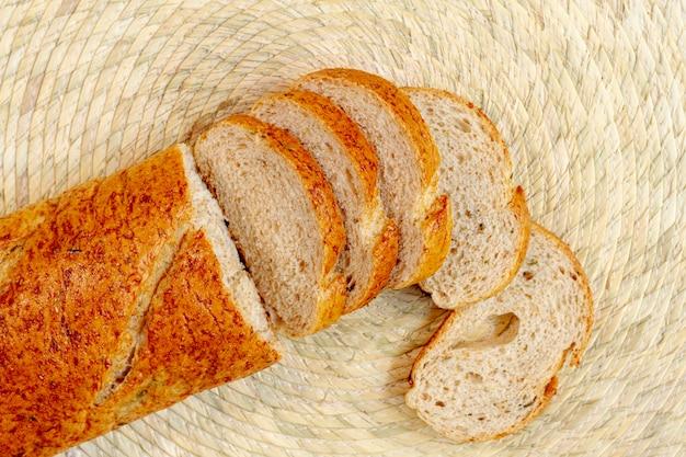 Vue de dessus des tranches de pain cuit