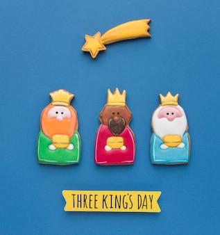 Vue de dessus de trois rois avec étoile filante