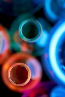 Vue de dessus des tubes à essai de laboratoire