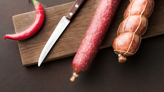 Vue de dessus variété de viande de porc fraîche sur la table