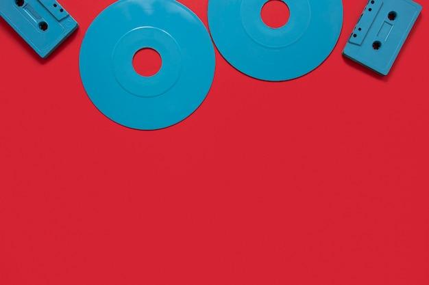 Vue de dessus de vieux disques avec copie-espace