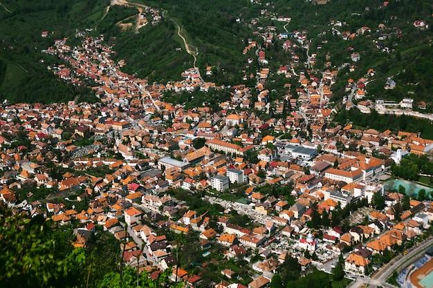 Vue de dessus sur la ville de brasov, roumanie