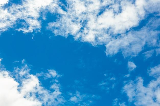 Vue du beau ciel et les nuages