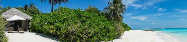 Vue du bungalow de plage sur l'île, maldives.