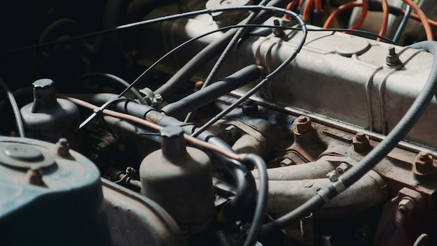 Vue du capot rouillé de la machine