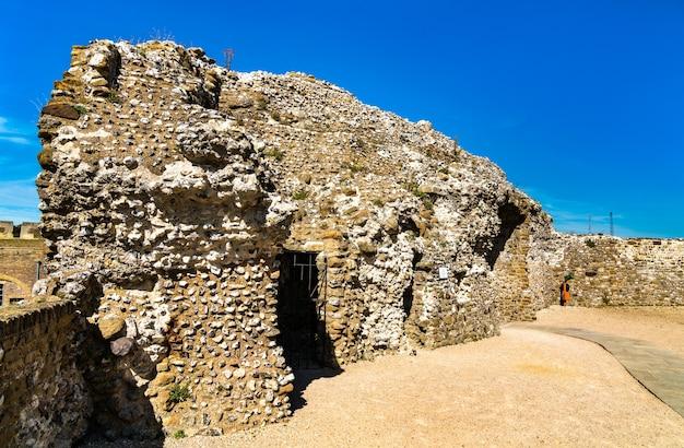 Vue du château de douvres dans le kent, angleterre