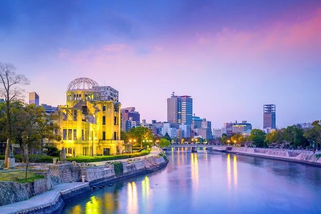 Vue du dôme de la bombe atomique à hiroshima au japon. patrimoine mondial de l'unesco