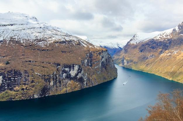 Vue du fjord de geiranger du point de vue d'årnesvingen