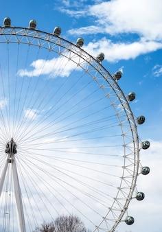 Une vue du magnifique london eye à londres