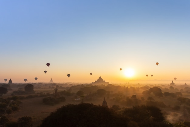Vue du matin à bagan, myanmar