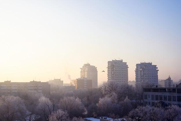 Vue du matinée sur la ville de chisinau gelée