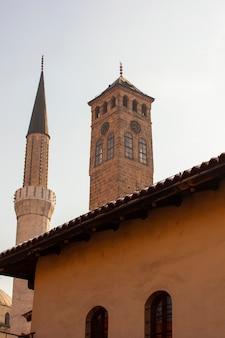 Vue du minaret et de la tour de l'horloge, sarajevo