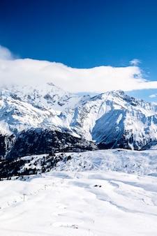 Vue du paysage de montagne d'hiver