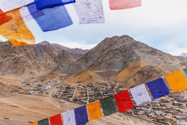 Vue du paysage namgyal tsemo gompa à leh, ladakh, inde
