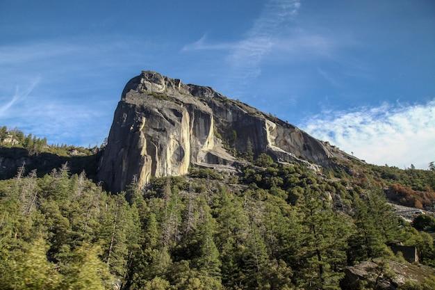 Vue du paysage naturel au parc national de yosemite en hiver, états-unis.