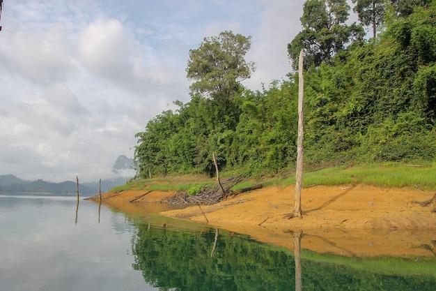 Vue du paysage naturel du barrage de chiao lan